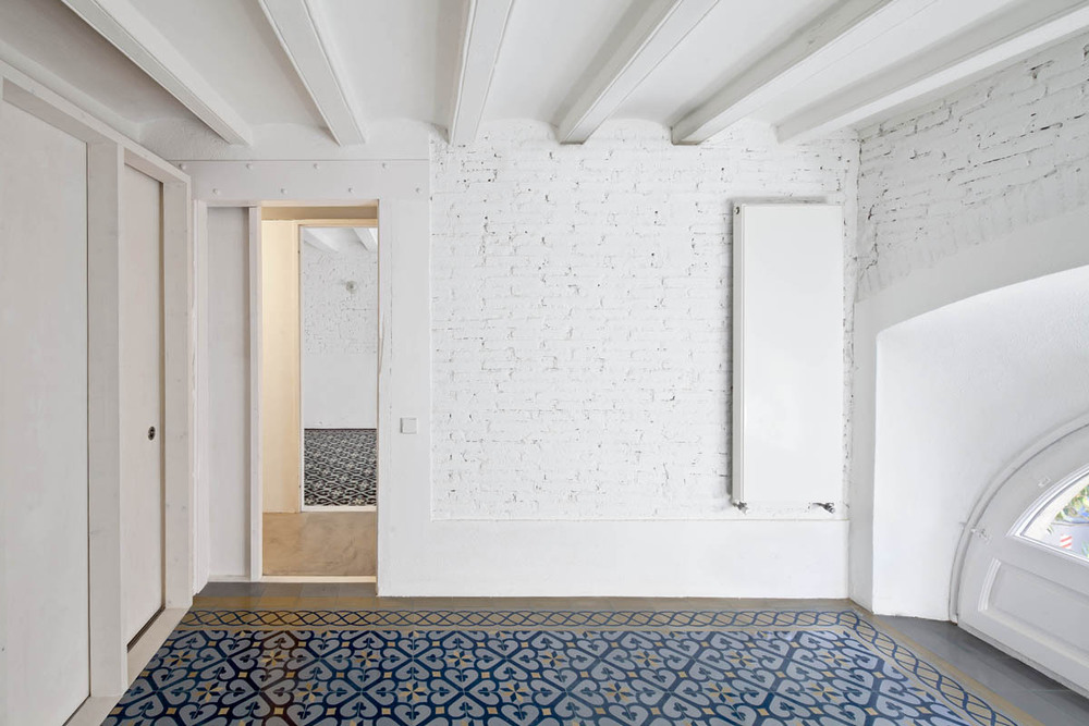 51312b42b3fc4b0d98001163_apartment-restoration-in-barcelona-vora-arquitectura-_1336599253-r-gg-1.jpg