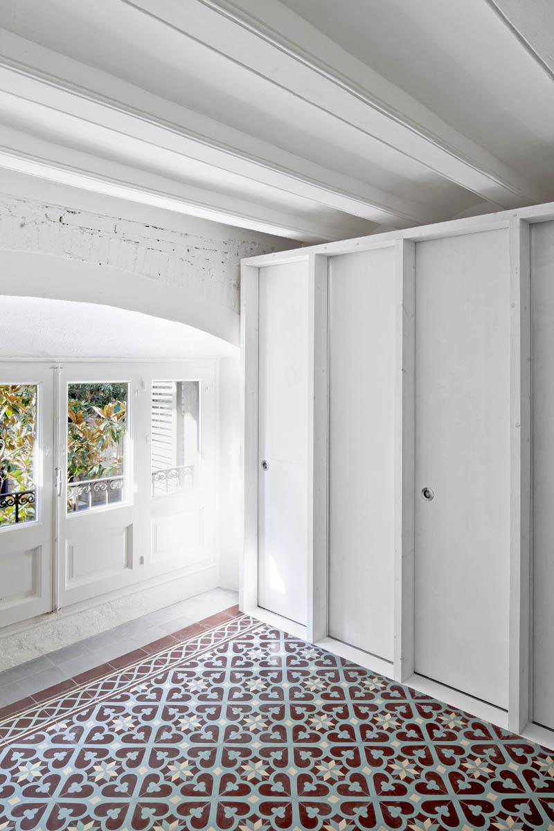51312b50b3fc4b0d98001165_apartment-restoration-in-barcelona-vora-arquitectura-_1336599261-r-gg-3.jpg