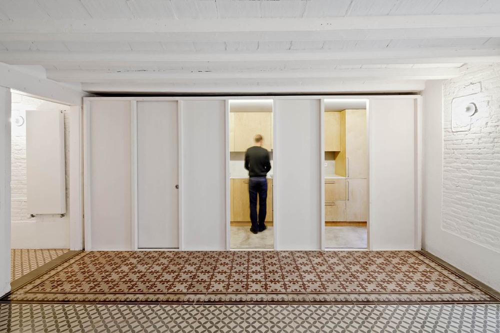 51312b71b3fc4b0d98001169_apartment-restoration-in-barcelona-vora-arquitectura-_1336599267-r-gg-7.jpg