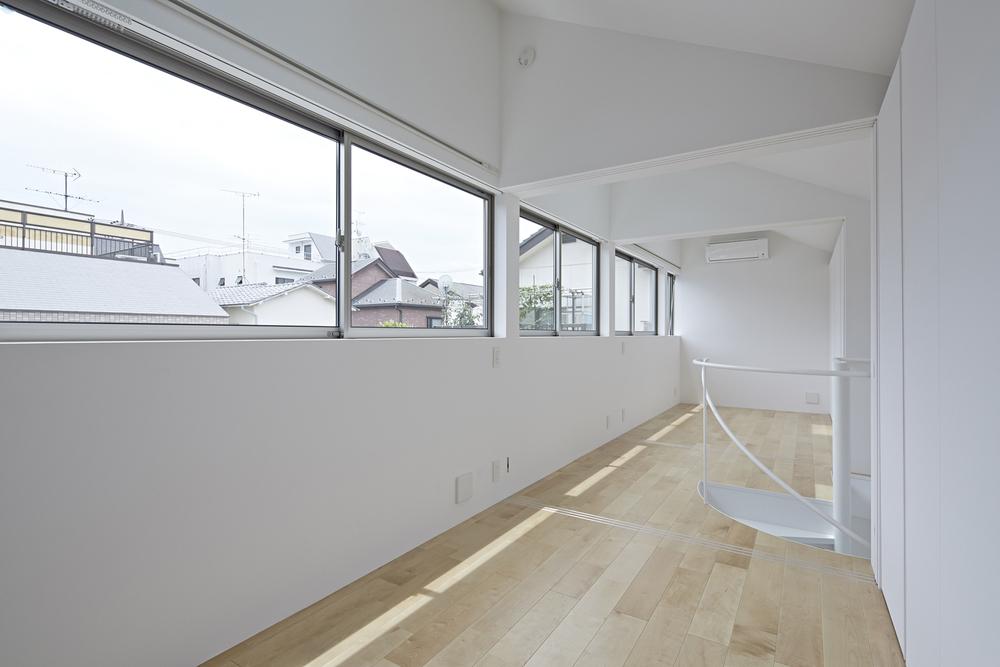 529fc9c2e8e44ef5dc00002e_long-window-house-another-apartment-_longwindowhouse-4.jpg