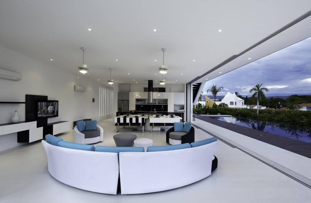 52c5872ee8e44e9e2c000009_gm1-house-giovanni-moreno-arquitectos_1331995324-img-8837-r.jpg