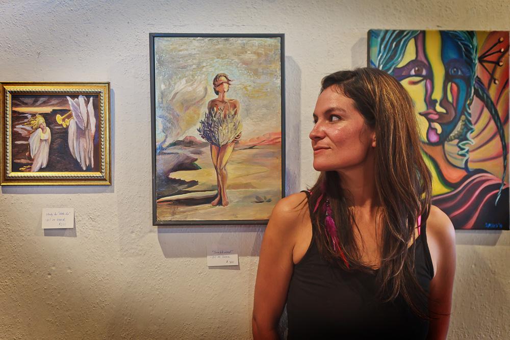 Sara-Miles-Admires-Her-Work_MG_0091.jpg