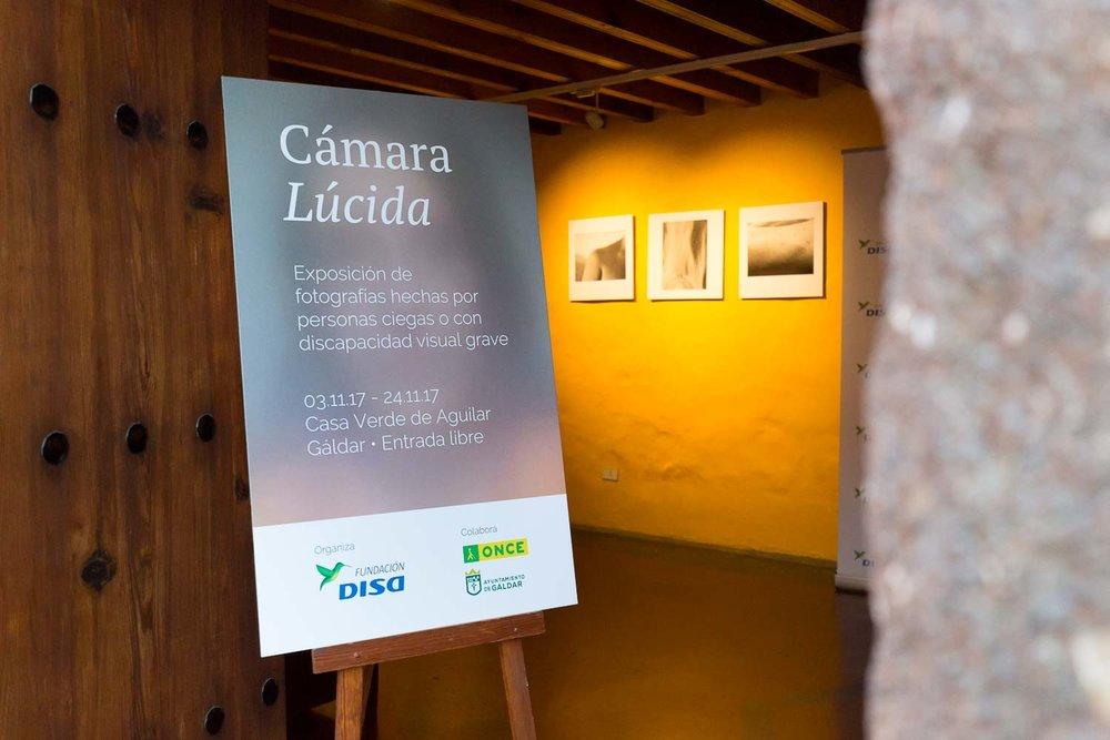 Exposición en Gáldar del Proyecto Cámara Lúcida; un curso de fotografía para personas ciegas en Las Palmas de Gran Canaria.