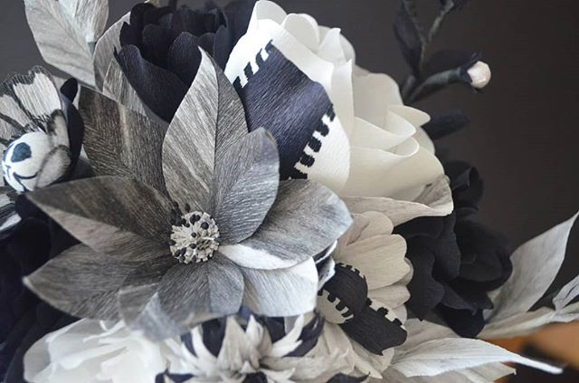 🕸️🕸️🕸️Happy Halloween! 🕸️🕸️🕸️ . . #madewithlia #paperflowers #paperart #papercraft #bostonpaperflorist #paperbouquet #bostonpaperflowers #paperflorist #madetocreate #imsomartha #makersbiz #makersmovement #lgenpaper #etsysucces #craftsposure #dsfloral