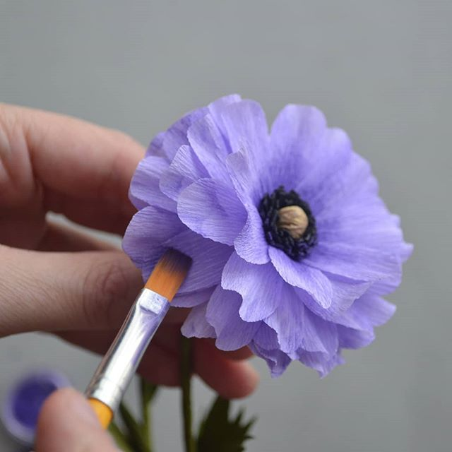 It's a beautiful day to go out and VOTE! 🗳️ Es un bello día para salir a VOTAR! 🗳️ . . #madewithlia #paperflowers #paperart #papercraft #bostonpaperflorist #paperbouquet #bostonpaperflowers #paperflorist #madetocreate #imsomartha #makersbiz #makersmovement #lgenpaper #etsysucces #craftsposure #dsfloral
