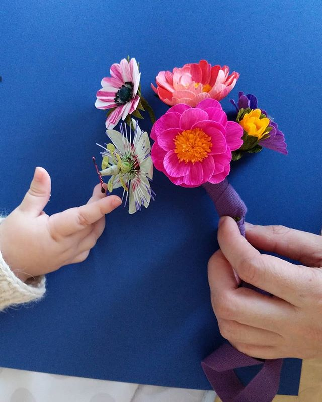 Matilde's tiny hands make another appearance 🥰 Her bouquet includes mini peonies, mini anemones and a mini passiflora. Swipe left for the outtakes 😂  Ribbon from Studio Carta @angelaliguori 💕 Las manitos de Matilde aparecen otra vez 🥰 Su ramo incluye mini peonias, mini anémonas y una mini passiflora. Deslicen hacia la izquierda para las tomas extras 😂  La cinta es de Studio Carta @angelaliguori 💕 . . #madewithlia #paperflowers #paperart #papercraft #bostonpaperflorist #paperbouquet #bostonpaperflowers #paperflorist #madetocreate #imsomartha #makersbiz #makersmovement #lgenpaper #craftsposure #dsfloral #r29regram