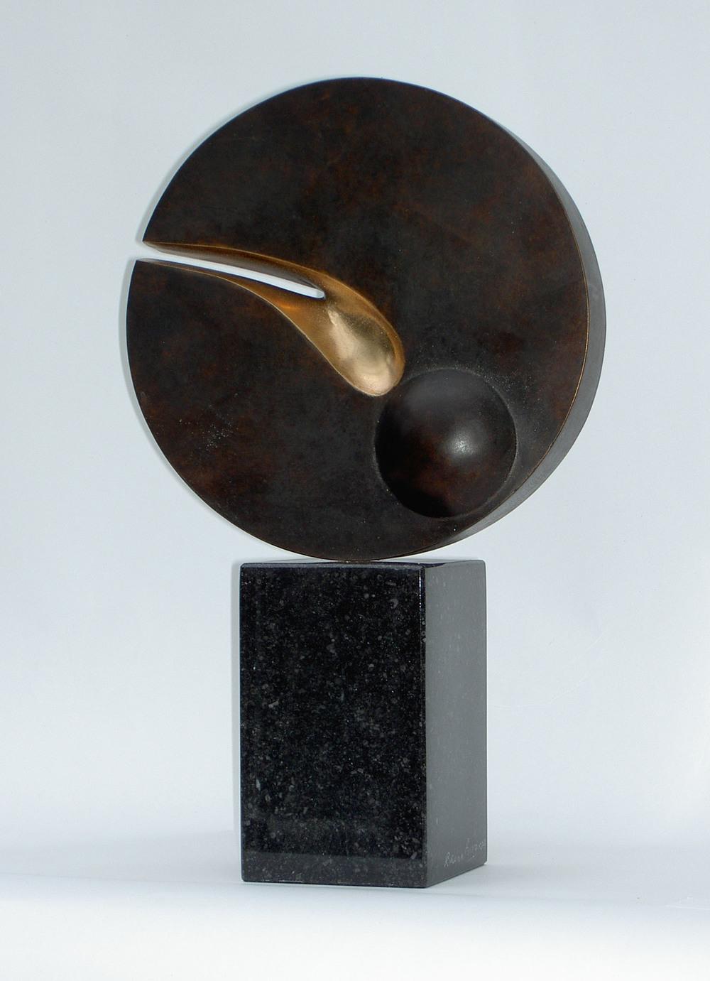 Brian King_-_Hailey's Comet_bronze, AP_36 x 21cm.jpg