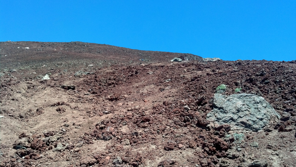 The scree trail up to the summit of South Sister (click for larger image)
