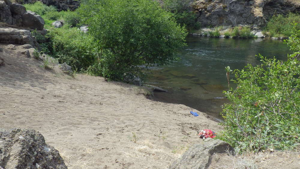 Sandy beach at the swimming hole near Steelhead Falls (click for larger image)