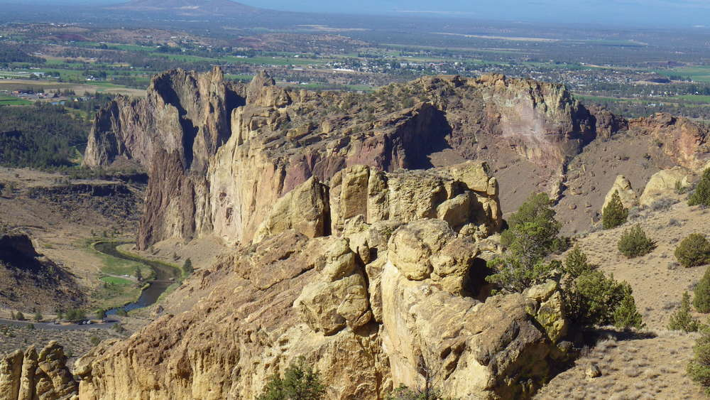 A view of Smith Rock SP from the top of Summit Ridge (click for larger image)