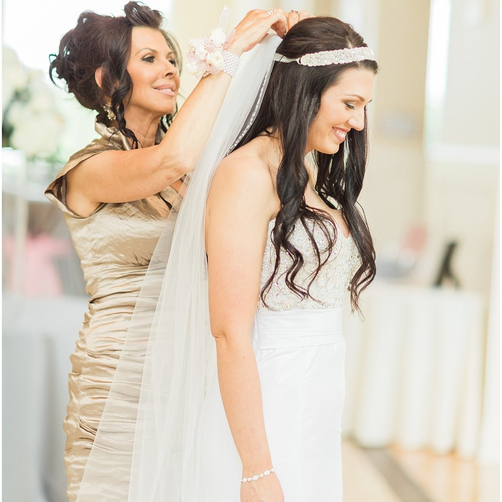 Mother and daughter wedding day moments