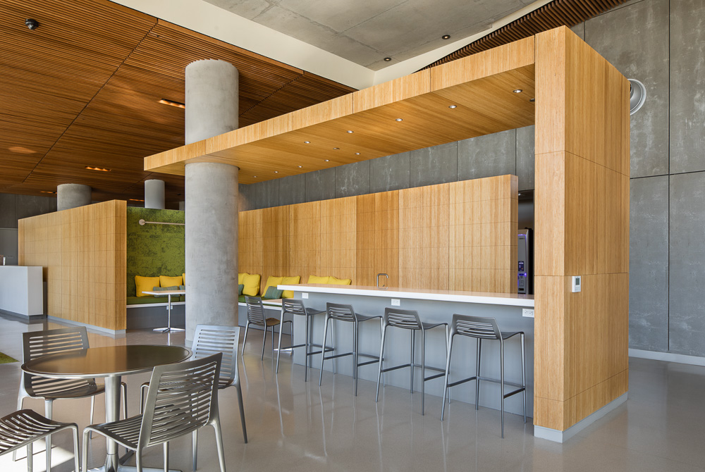 The building's amenities include a lounge and coffee bar in the lobby