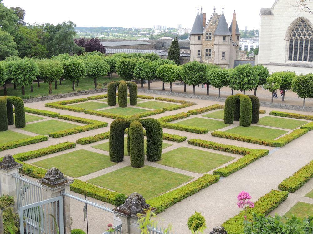 Ah Paris European Gardens | Robin Colton Interior Design Studio Austin Texas Blog | www.robincolton.com