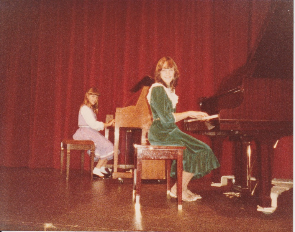 Yep!  That's me in the green velvet dress with lace front and collar that my mom made for me!