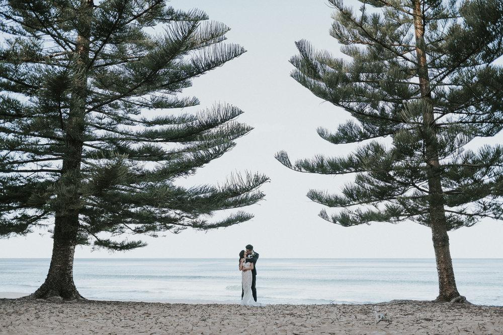 oliversmithphoto-trang-david-sydney-wedding-whale-beach-moby-dicks-697.jpg
