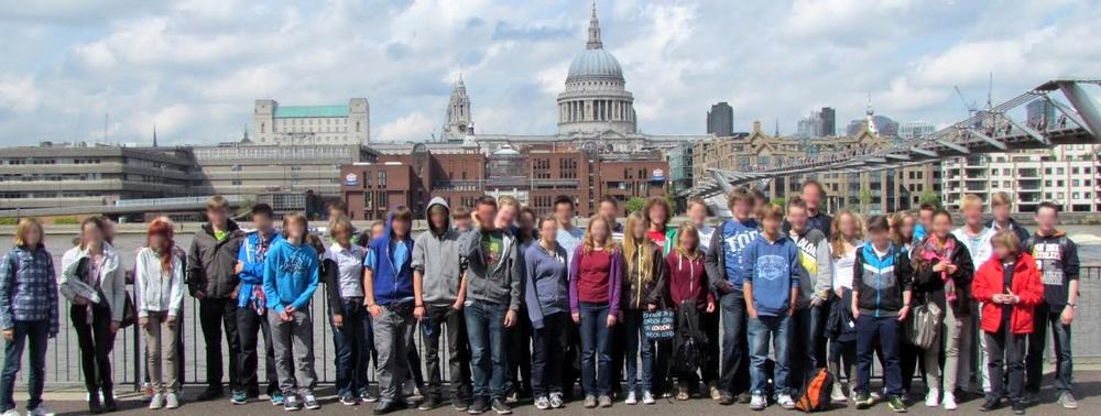 Schülergruppe vor St Paul's Cathedral