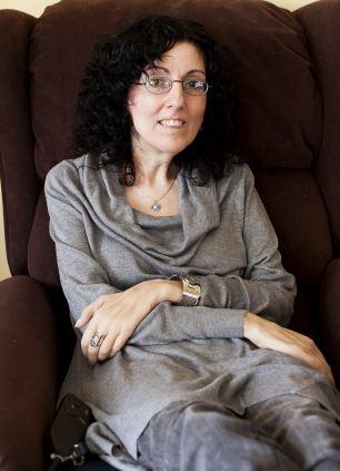 Sarah Ezekiel เป็นผู้ป่วยที่มีอาการอ่อนแรงทั่วตัวด้วยโรค Motor Neuron Disease โรคกล้ามเนื่้ออ่อนแรง (ยกเว้นกล้ามเนื้อตา) แต่เธอฟื้นชีวิตของเธอใหม่ด้วยการใช้การกลอกตาในการวาดรูปผ่านคอมพิวเตอร์