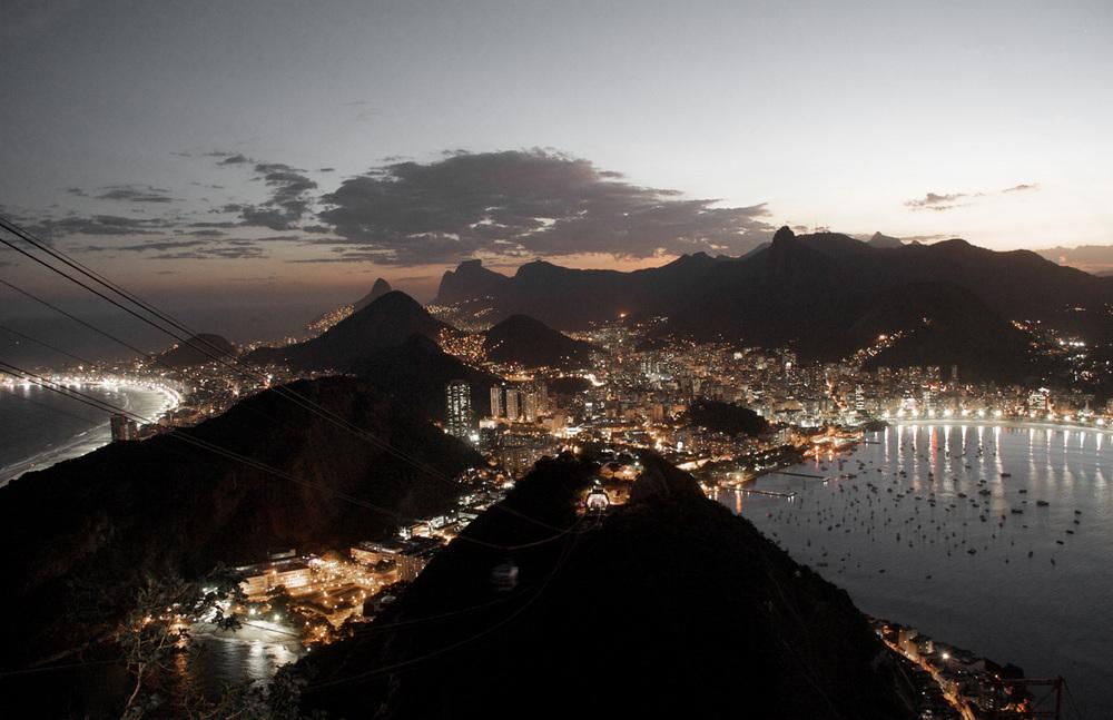 Rio_de_Janeiro_night_background.jpg