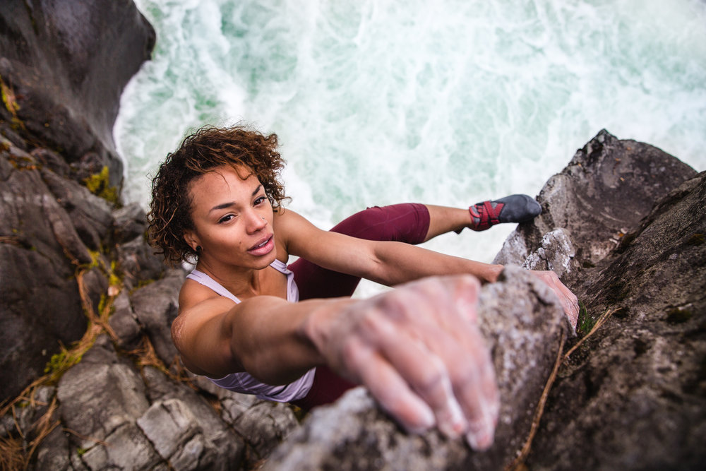 melise-edwards-bouldering