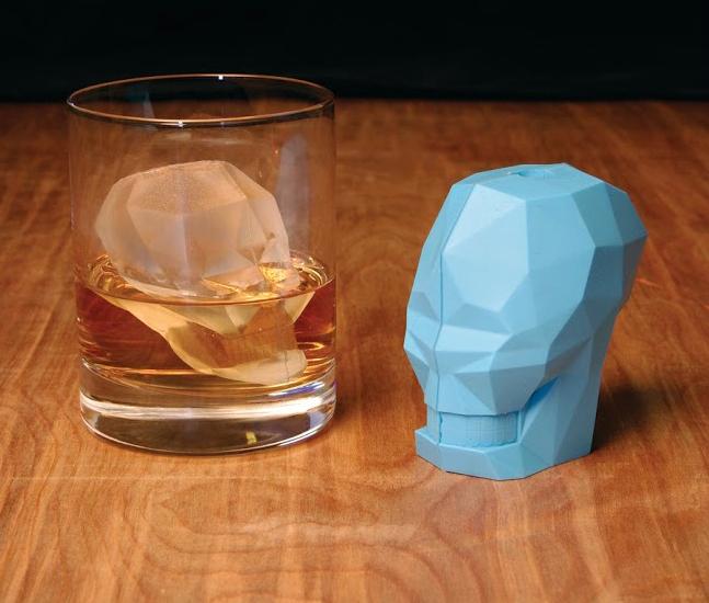 ME WANT: Skull Ice Cube Mold