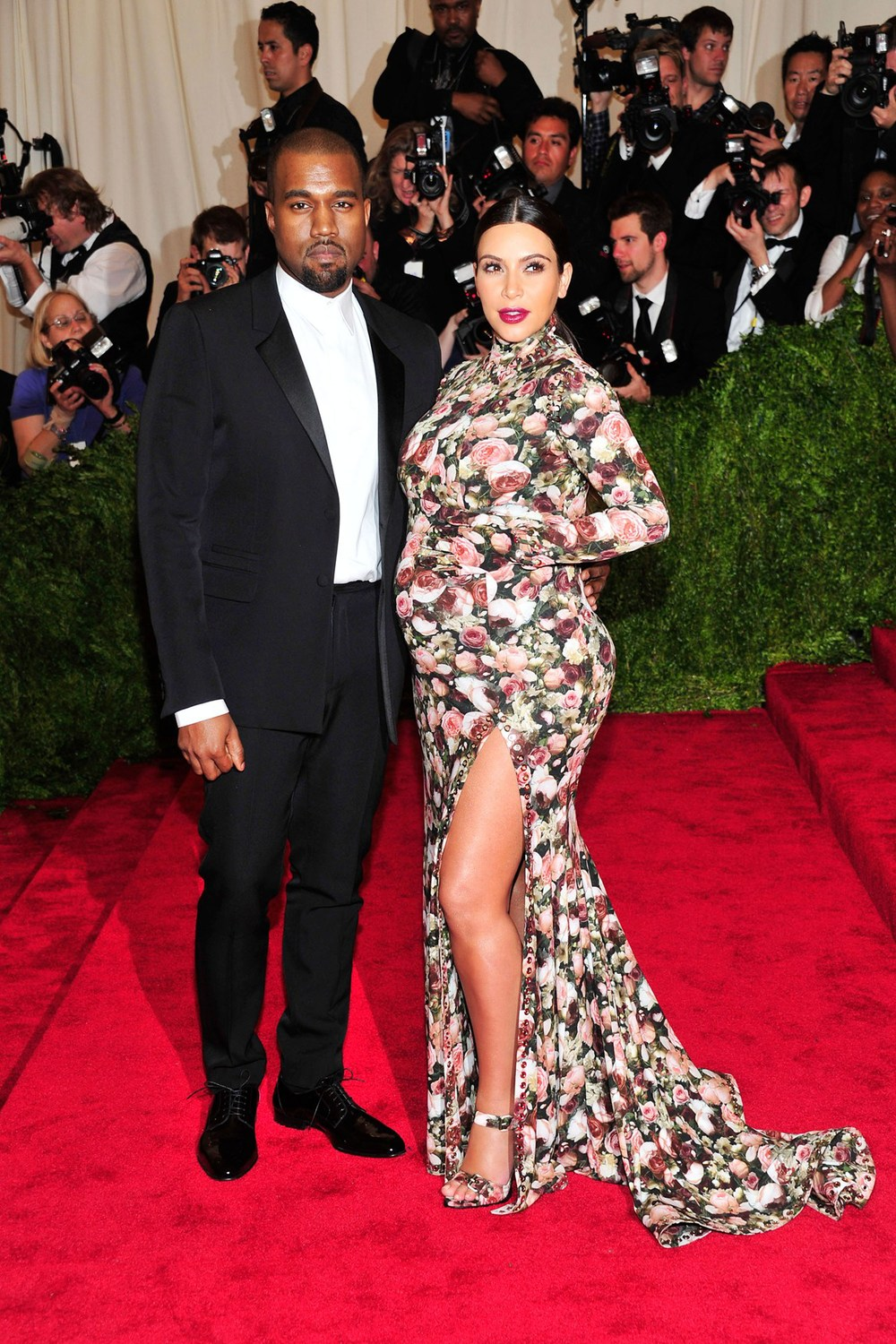kanye-west-kim-kardashian-vogue-7may13-pa_b_1280x1920.jpg