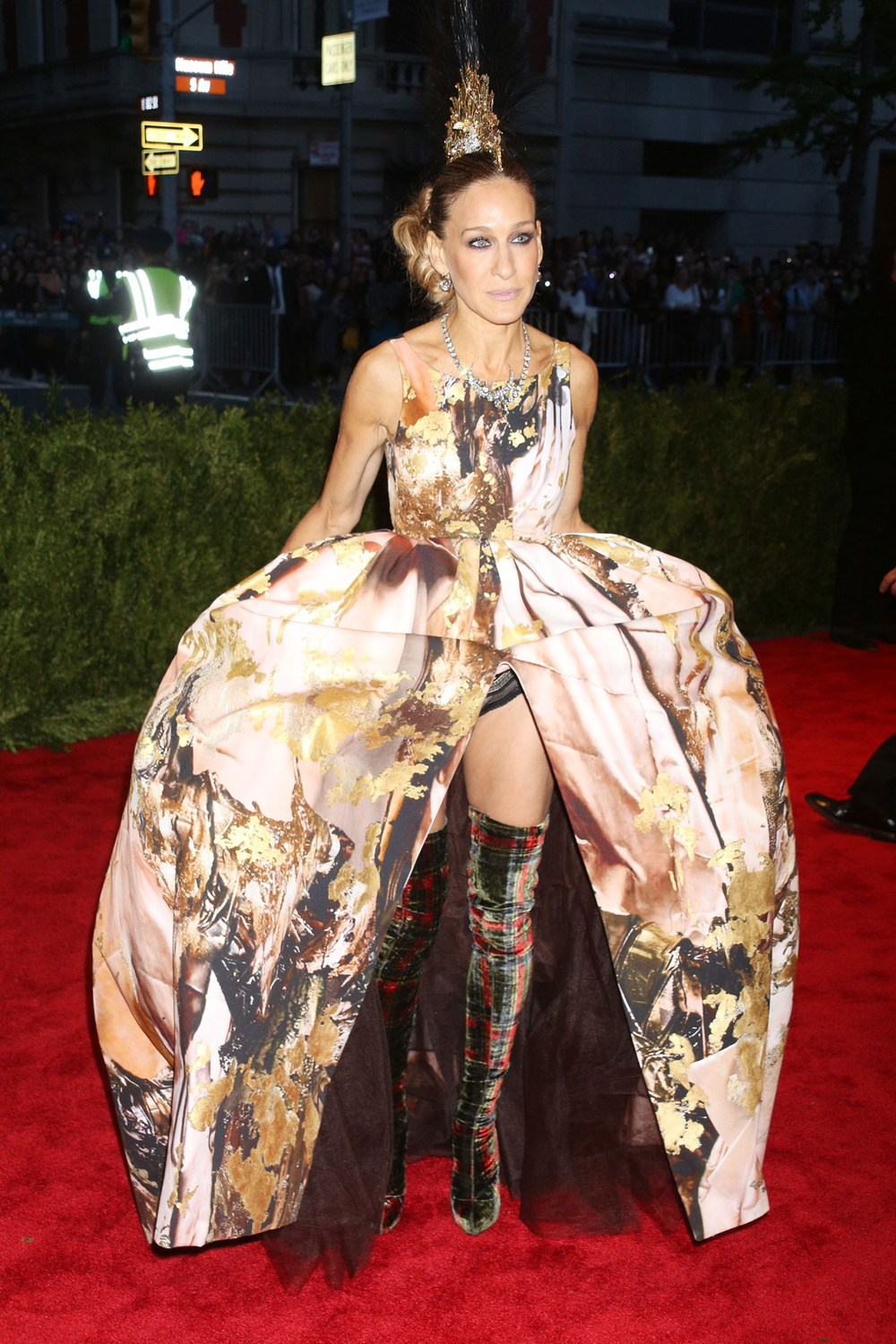 sjp-boots-vogue-7may13-rex_b_1280x1920.jpg