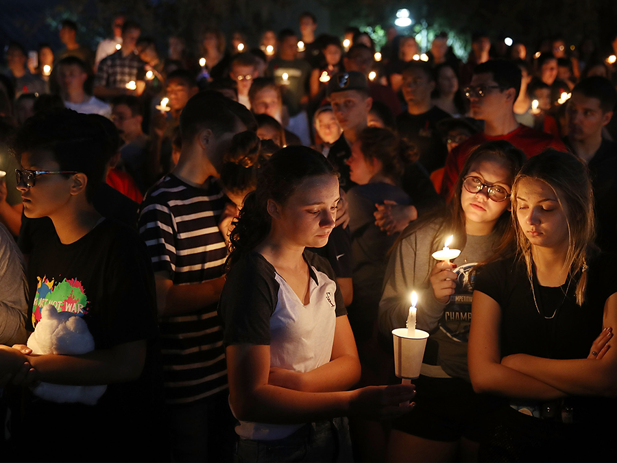 parkland-shooting-candle-vigil-florida-school-shooting_1518784238390_78132297_ver1.0_900_675.png