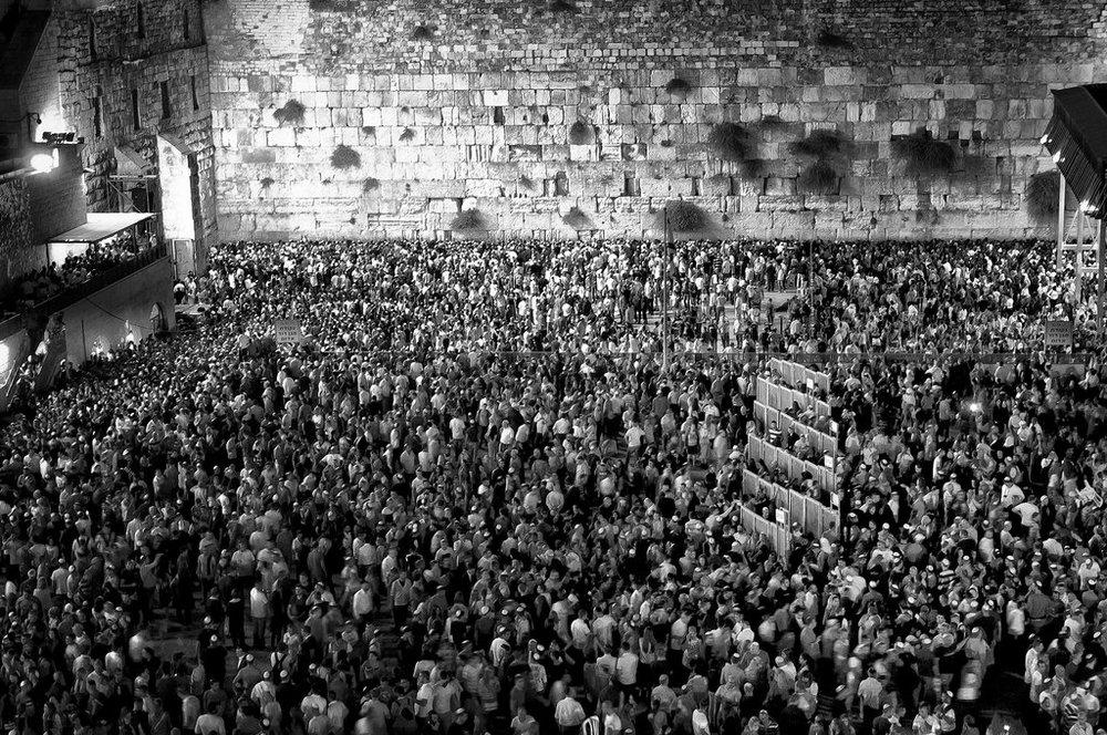 yom_kippur_at_jerusalem_western_wall_by_danibabitz-d6m425d.jpg