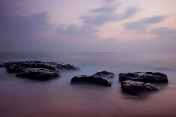 Kovalam Beach by Vinoth Chandar