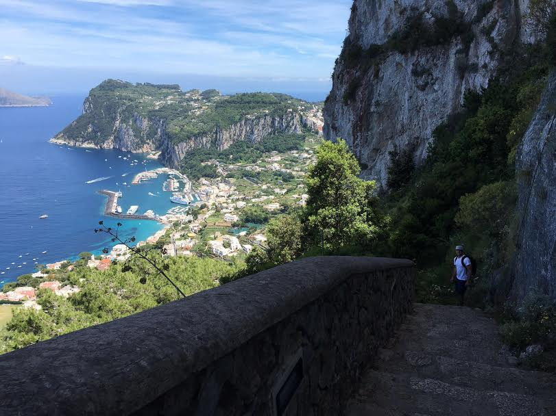 Exploring the beautiful non-touristy parts of Capri!