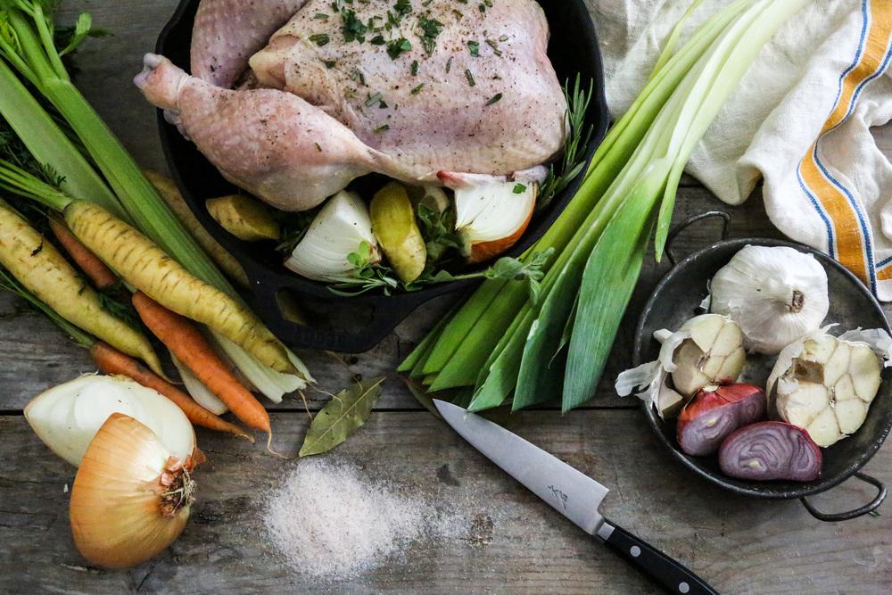 brothbaby-bonebroth-foodphotos-onthetable-chicken