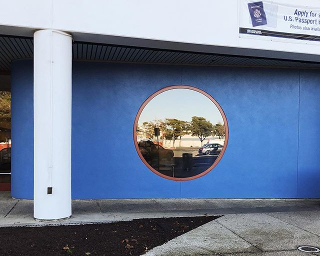 if only all post offices looked this good 👉🏻 ⚪️ #blueallover #usps #porthole #shippingstuff #circle