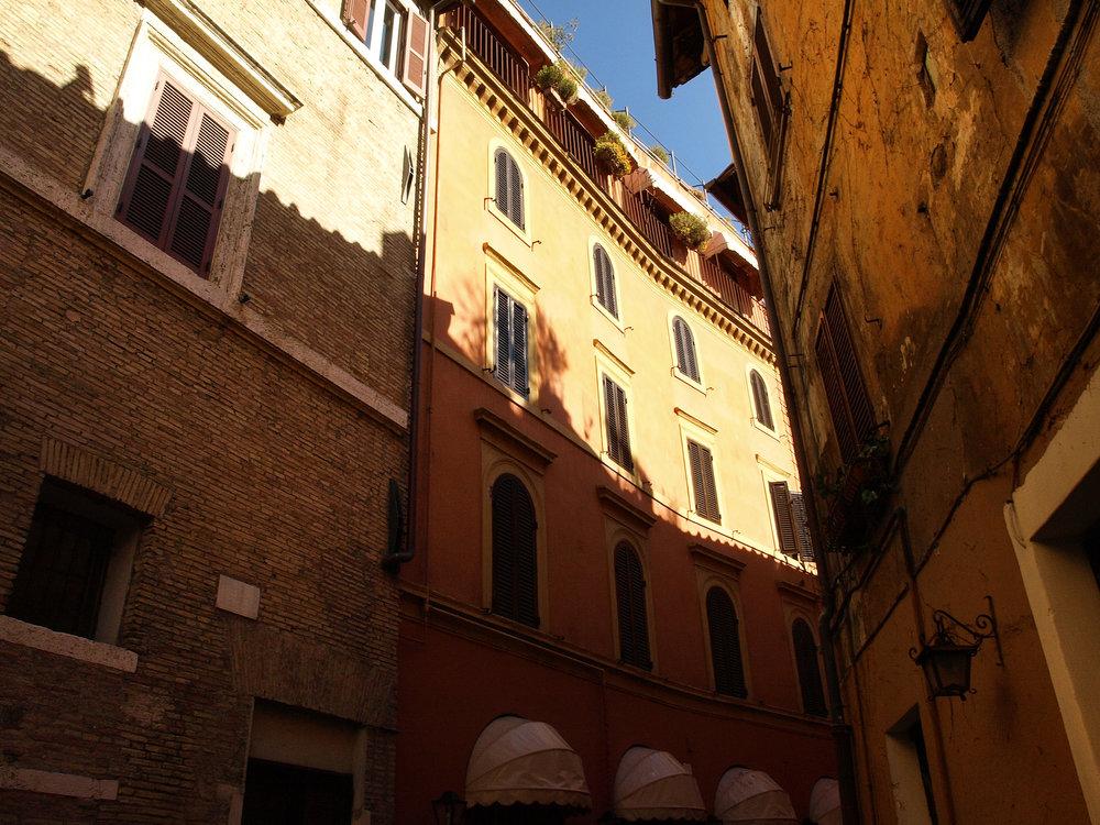 Via della Penna, Italy  / Geena Matuson @geenamatuson #thegirlmirage