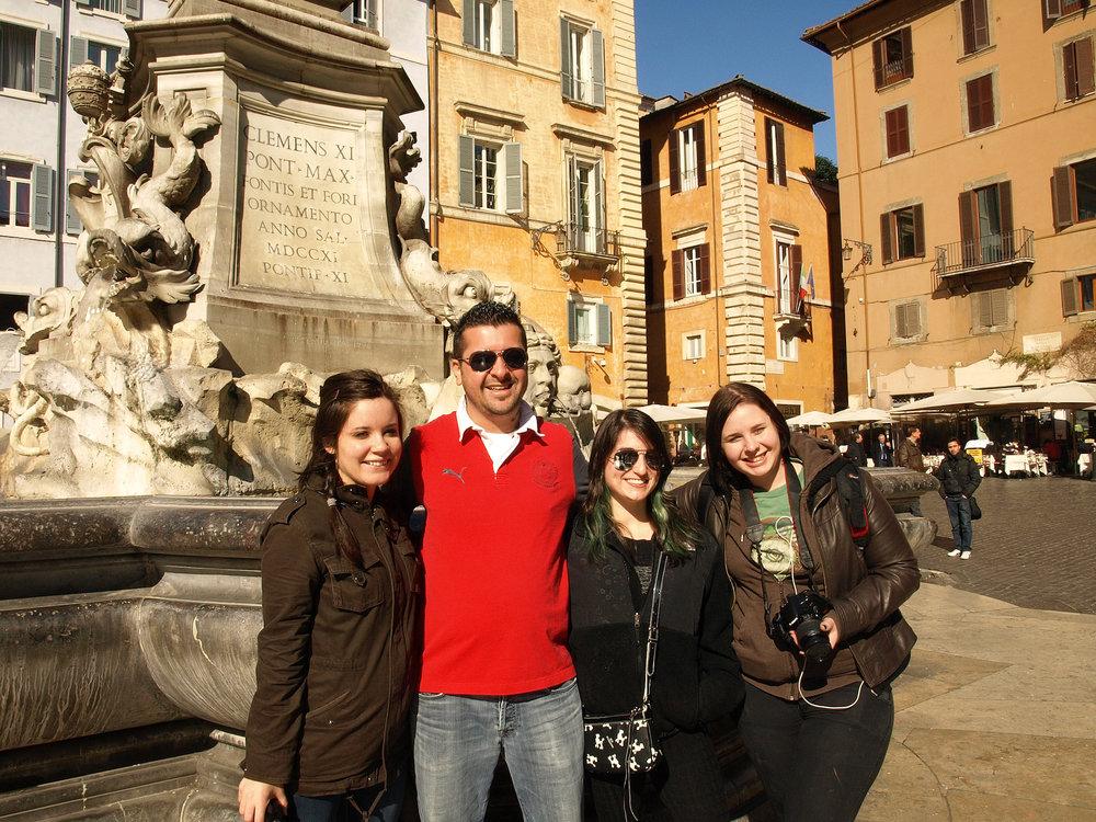 Pantheon  , Piazza della Rotonda, Italy  / Geena Matuson @geenamatuson #thegirlmirage