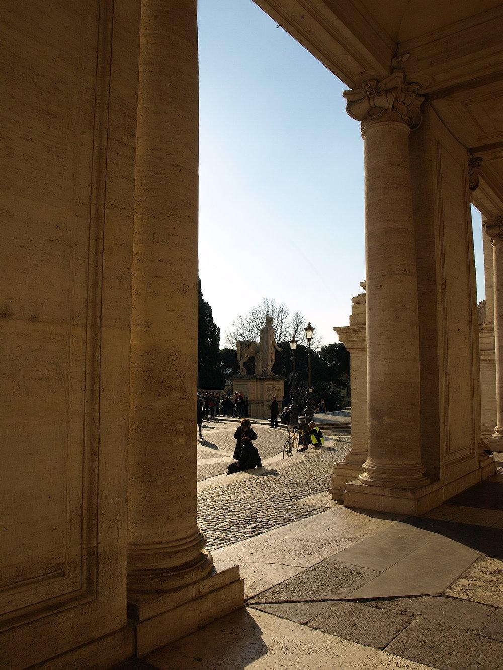 Piazza del Campidoglio  / Geena Matuson @geenamatuson #thegirlmirage