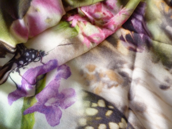 Butterfly print in pure cashmere