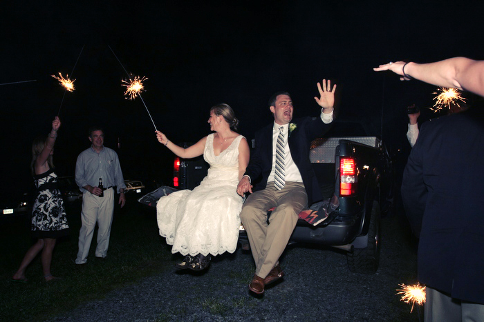 54.-jason-keefer-photography-bride-and-groom-send-off-with-sparklers-pick-up-truck[1].jpg