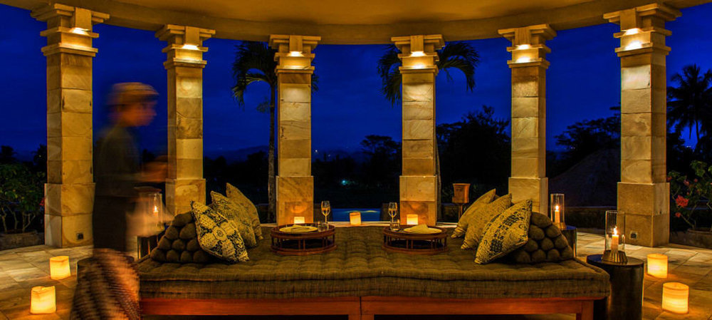 dalem-jiwo-suite-rotunda-interior-night-1400x600.jpg