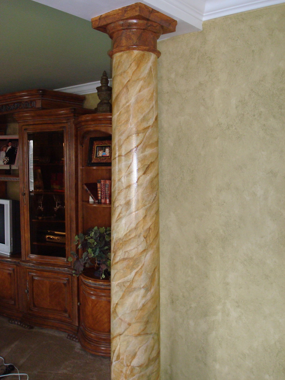 column faux marble painting (marblization)