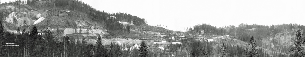 General view of Snow Shoe, Gold Drop and Rawhide Mines, Phoenix Camp (Carpenter) - Ca. 1906