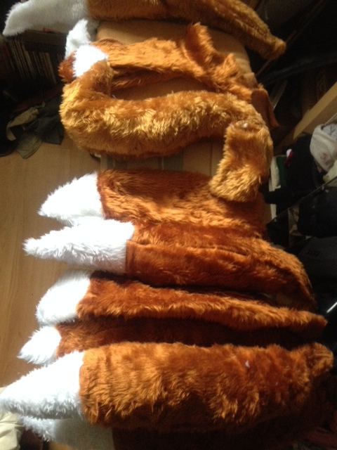 A fresh crop of foxes tails for the forth coming shows. Deliberate descision was made to 'dumb down' the tails and make them intrinsically desirable given that the show takes places around their theft while amongst a potentially 'enthusiastic' public audience.