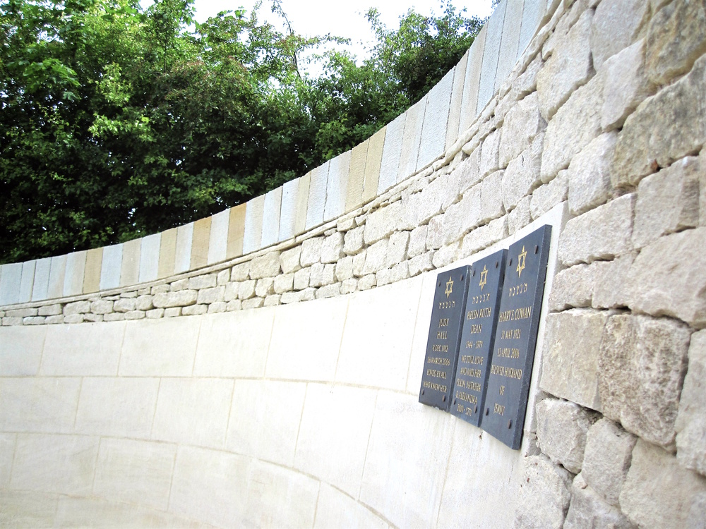 The first commemorative plaques, on the curved ashlar.