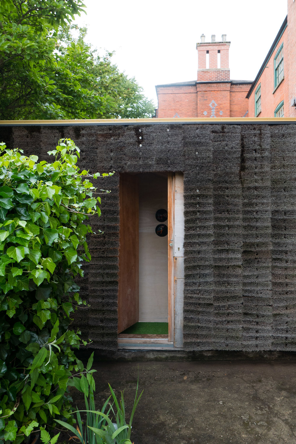 The boom cladding, momentarily shifted to reveal the space within
