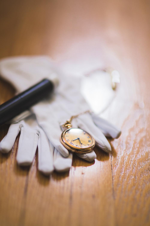 Groom-Detail-Shot-Gloves