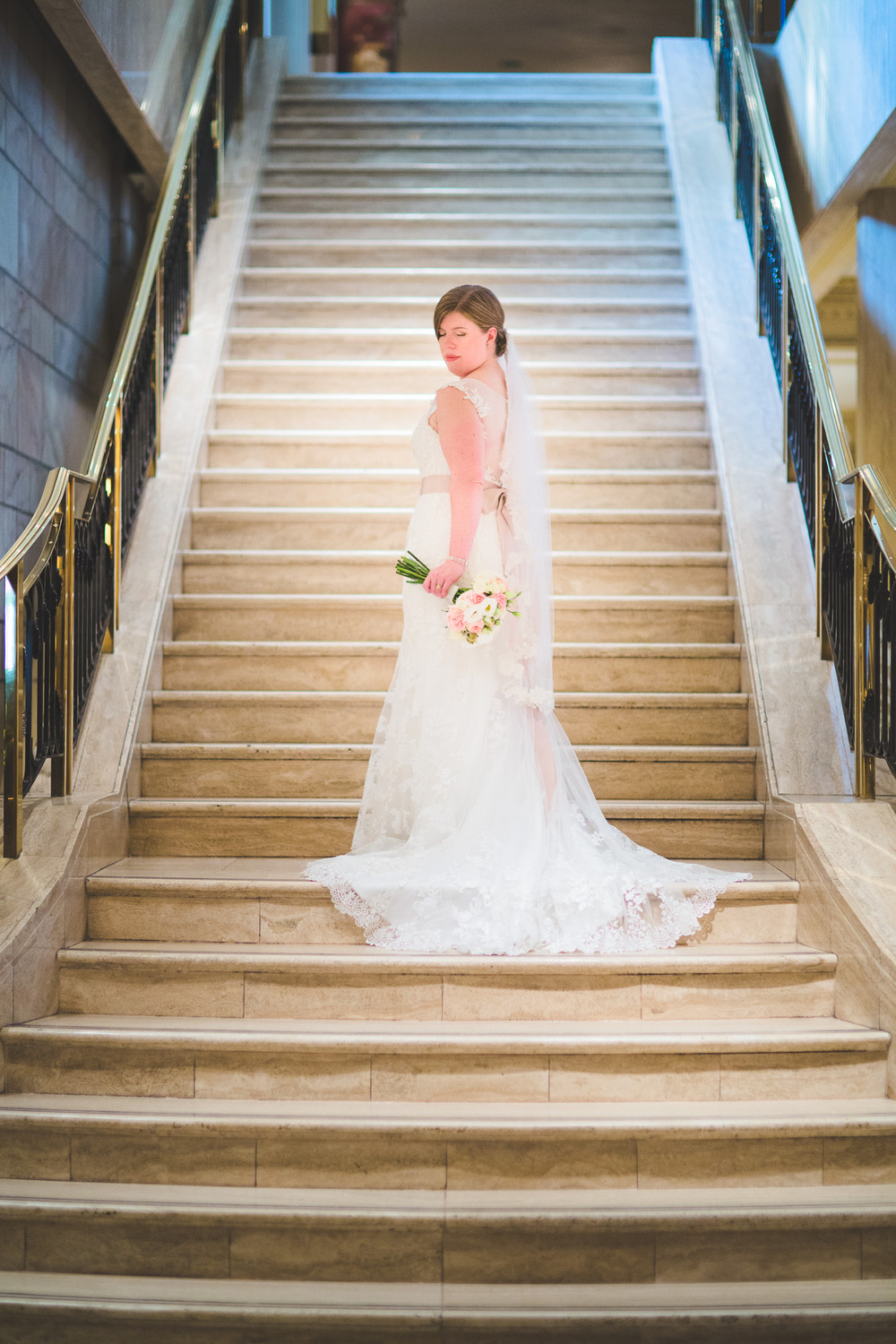 Bride-Chateau-Laurier-Photos-Stairs