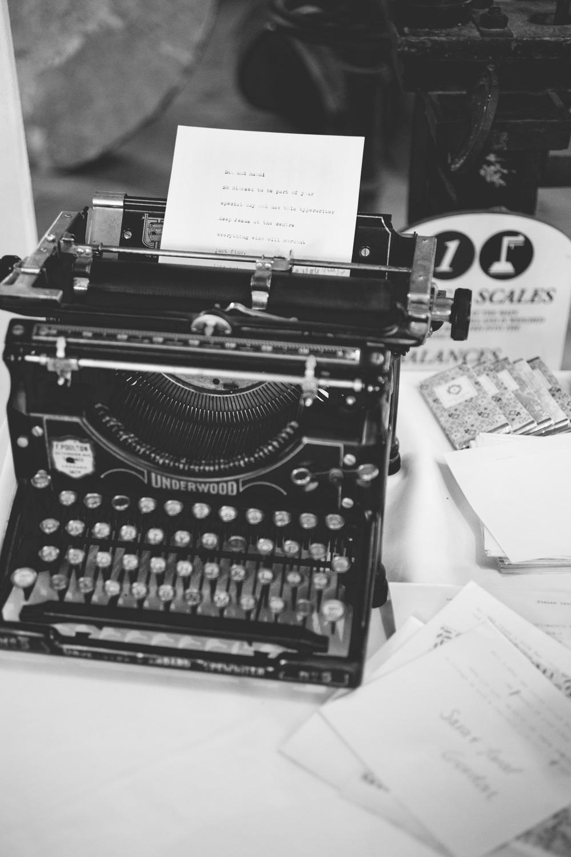 Vintage-Typewriter-Guestbook