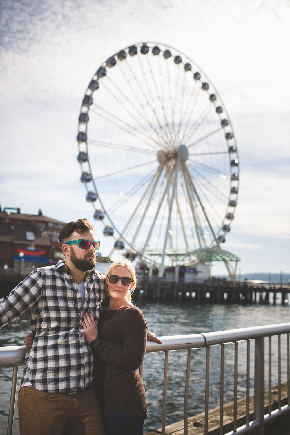 couple-in-front-of-ferris-wheel