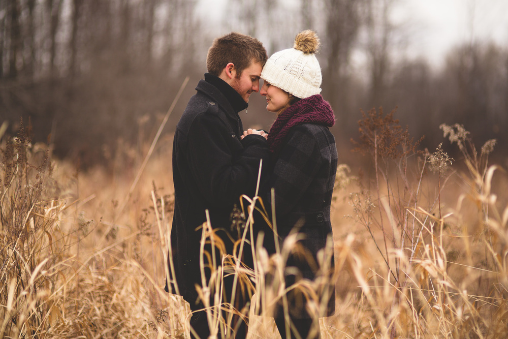 ottawa-couple-standing-in-field-photography