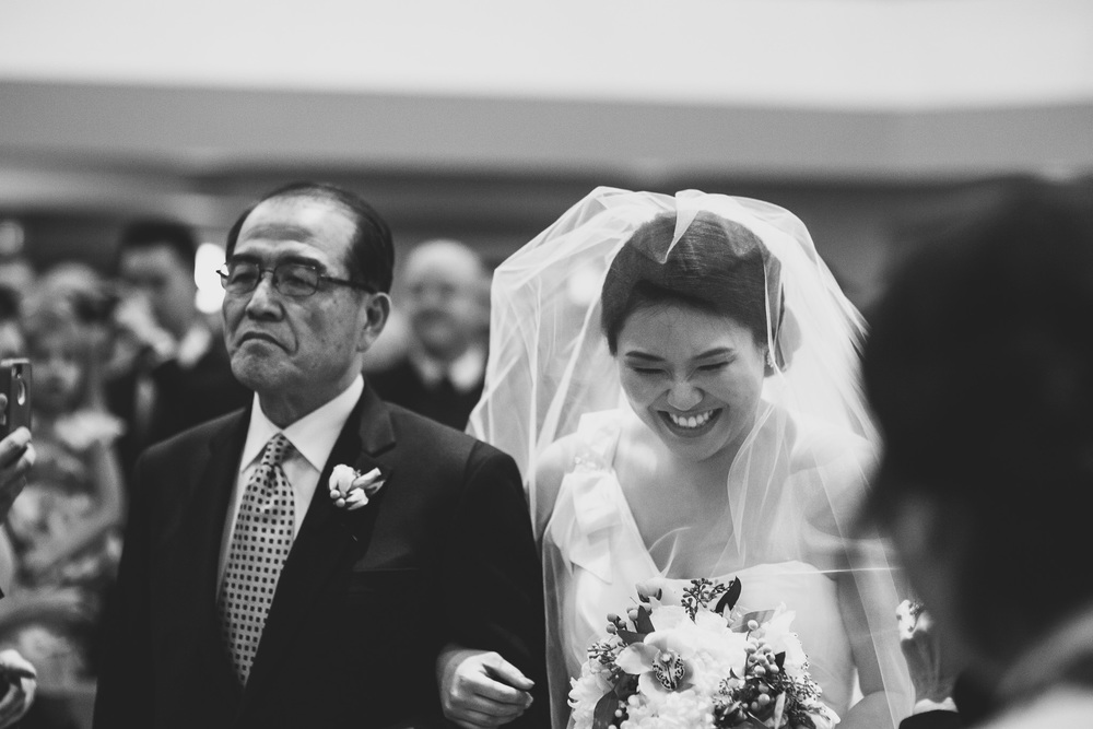 bride-emotion-walking-down-isle