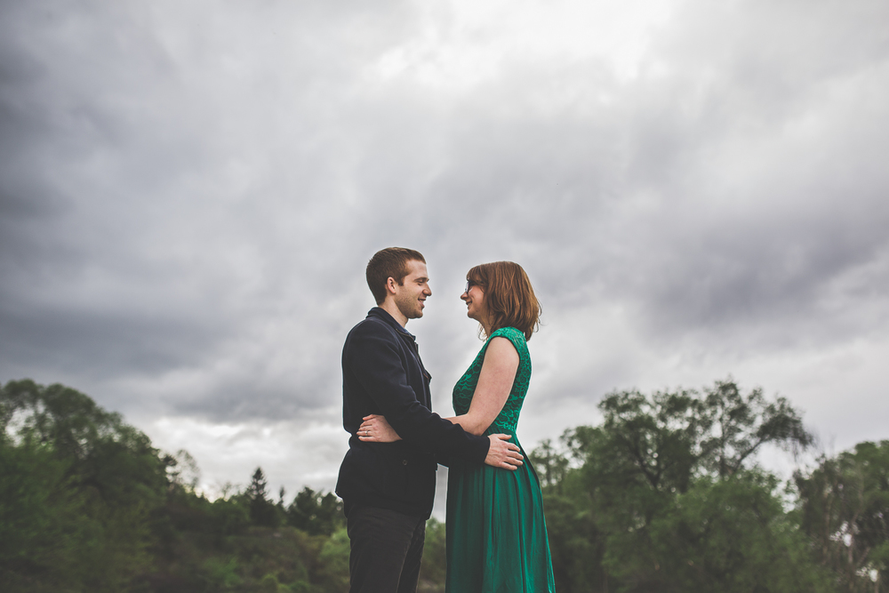 cloudy-day-engagement-photo-ideas